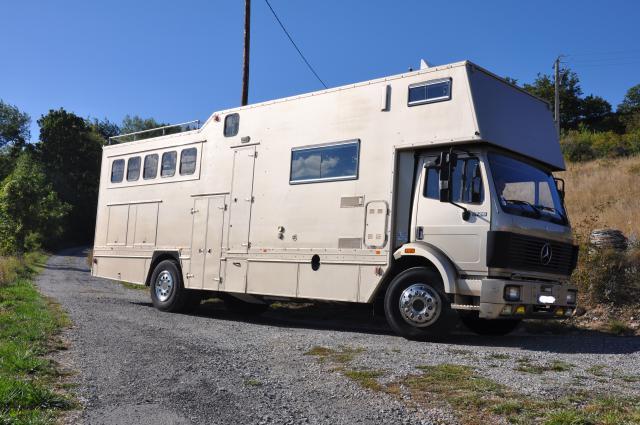 vends camion chevaux pl 19 t mercedes 248711 acheter ce camion equirodi france. Black Bedroom Furniture Sets. Home Design Ideas