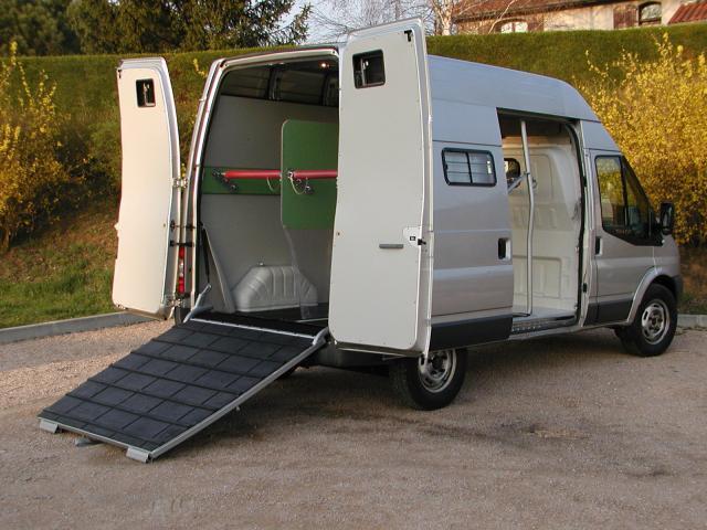 amenagement betaillere de votre fourgon pour 2 chevaux 193081 acheter ce camion equirodi. Black Bedroom Furniture Sets. Home Design Ideas