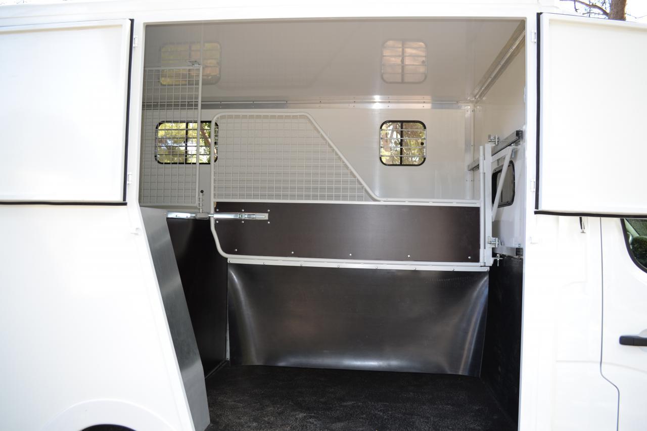 location camion chevaux cote d azur 205984 acheter ce camion equirodi belgique. Black Bedroom Furniture Sets. Home Design Ideas