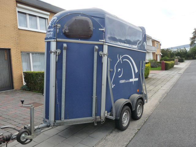 van vendre 1 5 cheval etat impeccable 242575 acheter ce van equirodi france. Black Bedroom Furniture Sets. Home Design Ideas