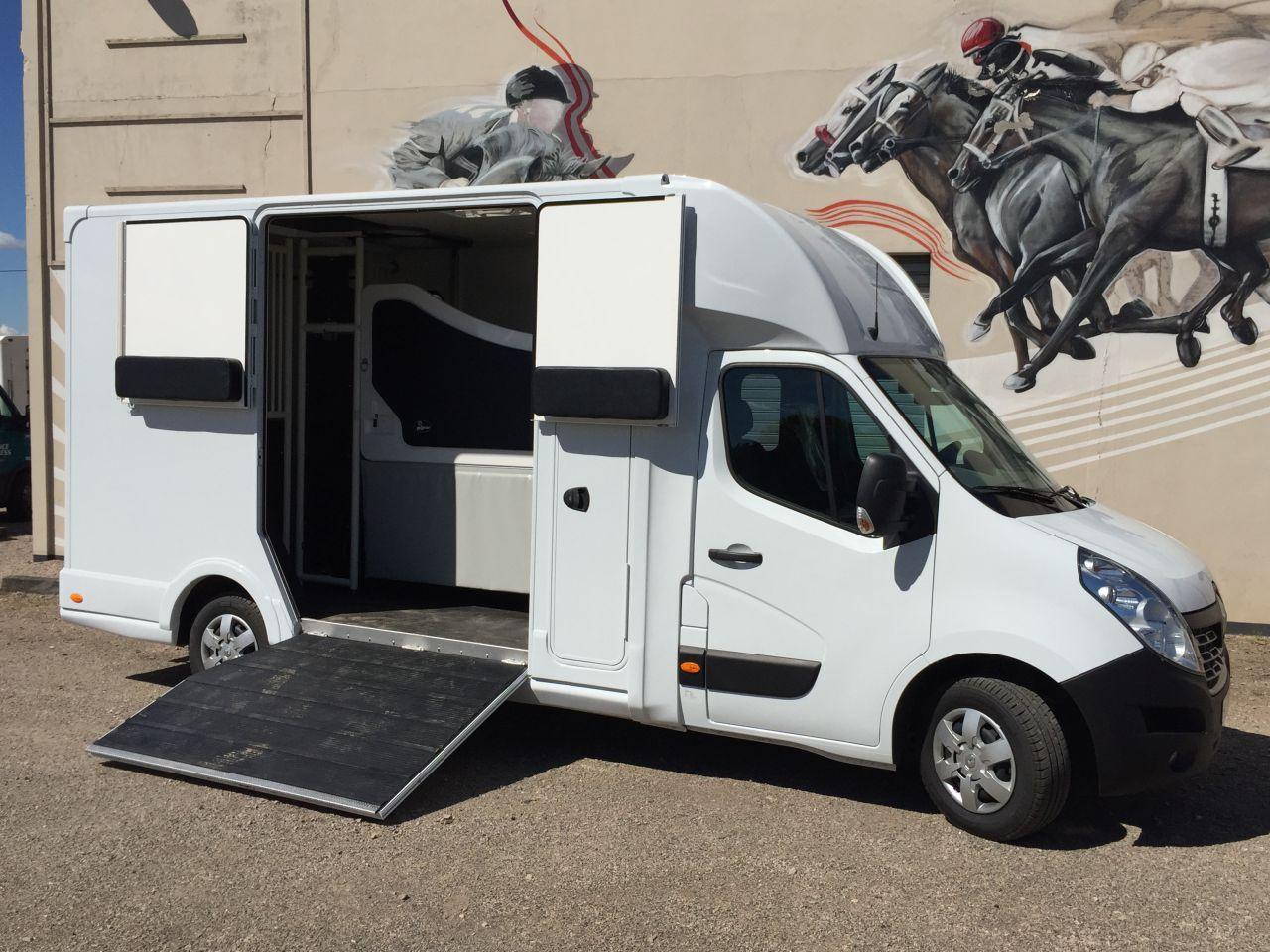 cabine 5 places 328976 acheter ce camion equirodi france. Black Bedroom Furniture Sets. Home Design Ideas